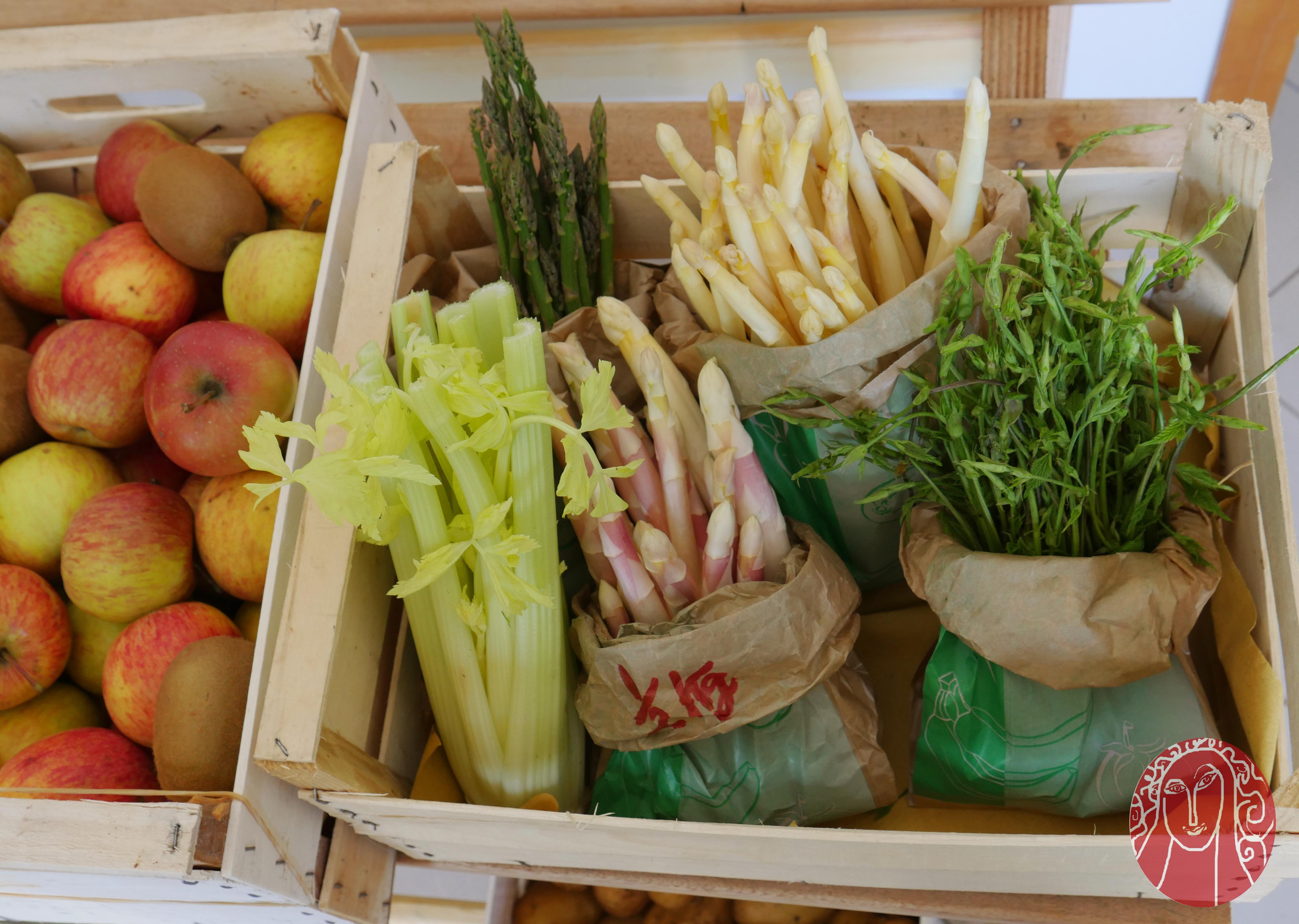 Torta salata agli asparagi bianchi